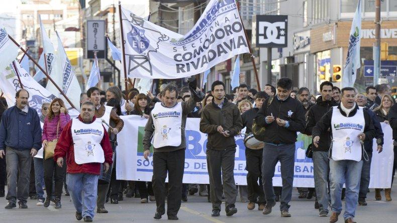 Los trabajadores bancarios evalúan un paro para el viernes que sólo afectaría a los bancos de origen extranjero.
