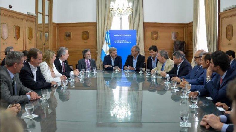 Las provincias firmaron el acuerdo para redefinir el financiamiento de la AFIP