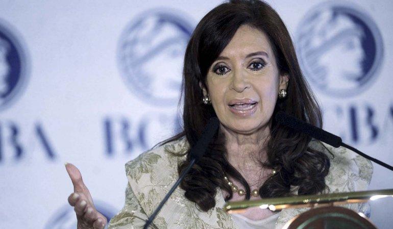 Procesaron y embargaron a Cristina Fernández por la adjudicación de obra pública a Lázaro Báez.