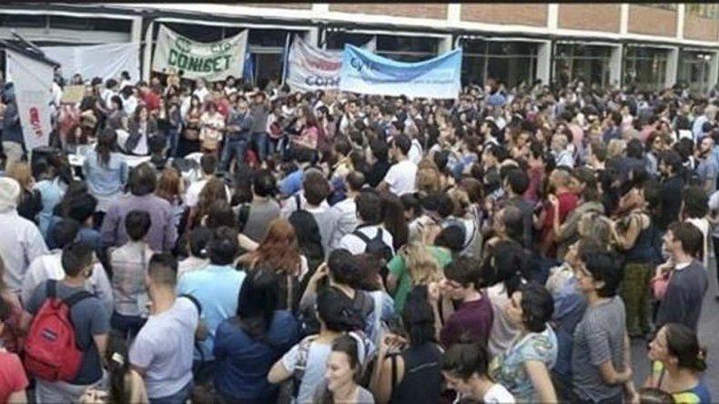 Becarios del Conicet volvieron a movilizarse ante incumplimientos del Ministerio de Ciencia y Técnica.