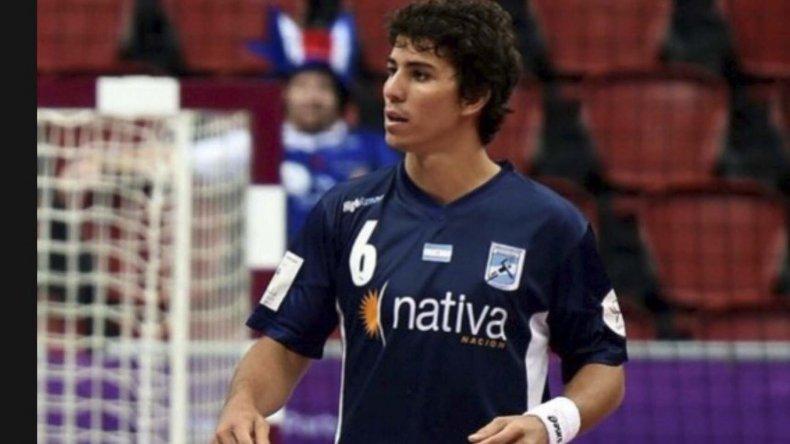 Diego Simonet reapareció en la selección argentina de hándbol tras recuperarse de una lesión en la rodilla derecha.