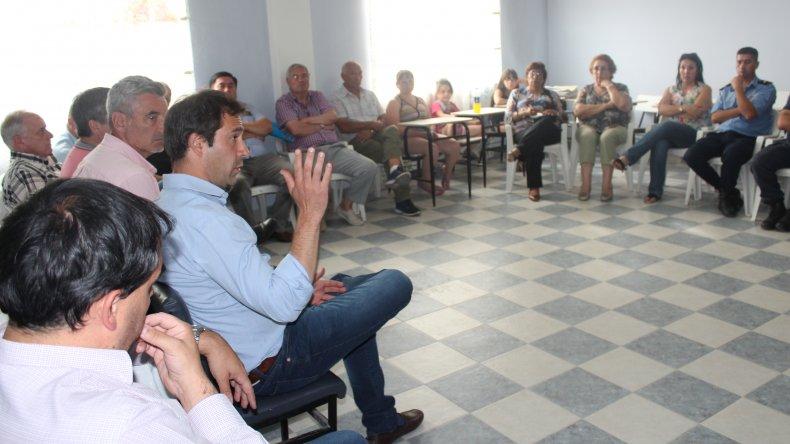 Luque presidió el encuentro con vecinos en barrio Laprida