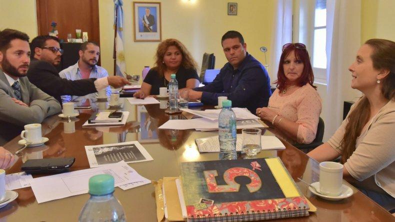 En Rawson la ministro Leticia Huichaqueo se reunió con representantes del Estado nacional e integrantes de la Mesa Interpoderes para trabajar en la instrumentación de la línea 137.