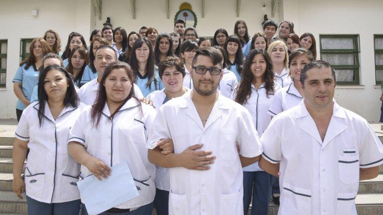 Los nuevos profesionales recibieron ayer el título habilitante para ejercer en el área de salud.