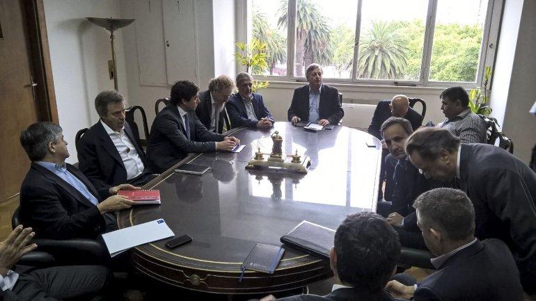 La reunión petrolera que encabezaron la semana pasada el ministro Aranguren y el gobernador Das Neves.