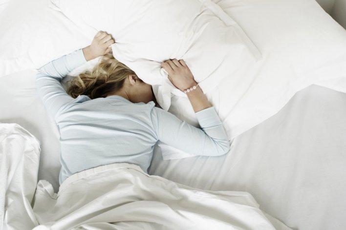 ¿Es recomendable dormir boca abajo?