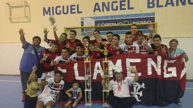 Flamengo festeja su consagración en el gimnasio municipal 1.