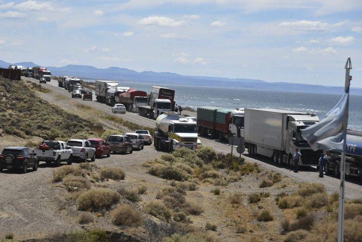 Los contrapiquetes de camioneros anularon la permisividad de paso a automóviles y se generó un caos vehicular.