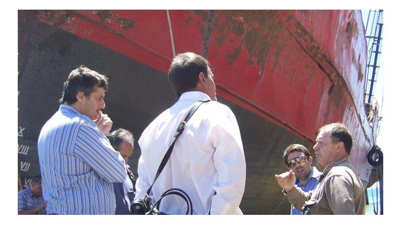 La visita que integrantes del Ministerio de Ambiente efectuaron recientemente a los barcos.
