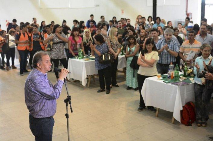 El intendente brindó con los empleados municipales y auguró un 2017 de mayor trabajo mancomunado.