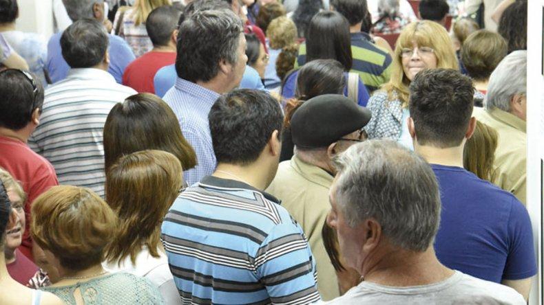 Alrededor de 1.800 contribuyentes con deudas llegaron ayer hasta la  Municipalidad