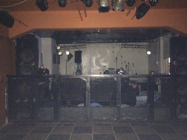 El escenario donde tocó Abelardos ayer a la noche.