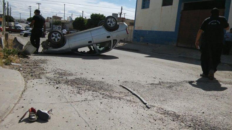Tres heridos en un vuelco a pocos metros de La Saladita