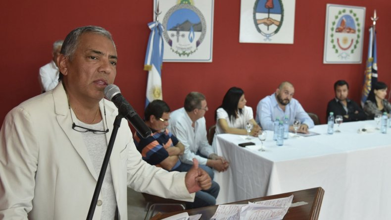 El presidente de la comisión de fomento de Cañadón Seco