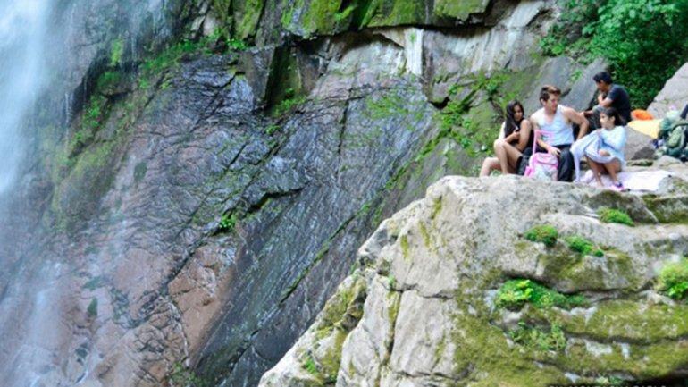 Para llegar a la cima de la caída no existe ningún sendero