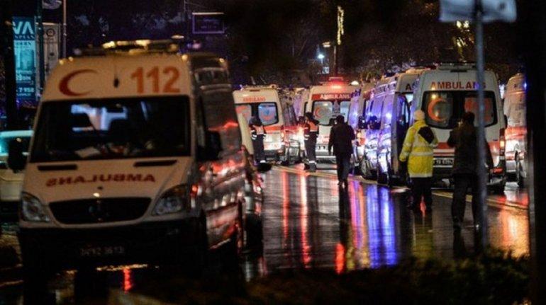 Terrorista disfrazado de Papá Noel abrió fuego en una disco de Turquía
