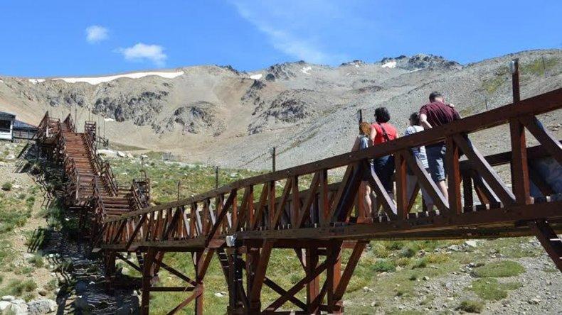 El Centro de Actividades de Montaña La Hoyainaugura hoy su temporada estival.