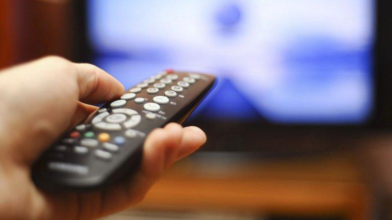 Las telefónicas podrán ingresar el próximo año al negocio de la televisión satelital y la televisión por cable.