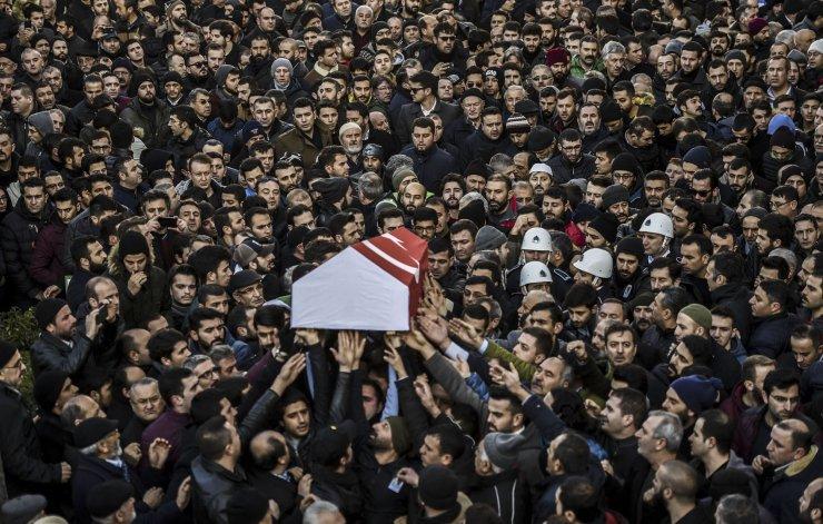 El multitudinario funeral de una de las víctimas del atentado.