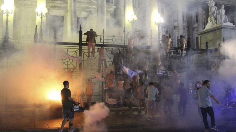 El ataque zombi al Congreso de la Nación es una de las grandes escenas de Terror 5