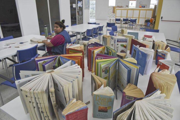 Alrededor  de 300 libros fueron afectados por una inundación en el Centro de Información Pública