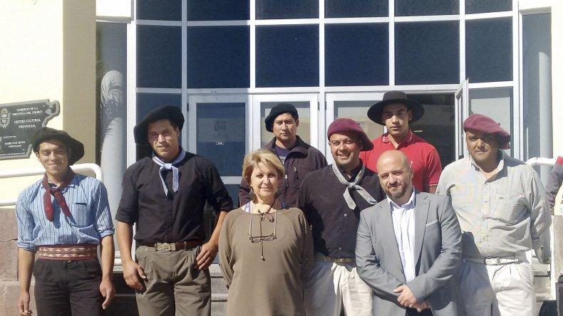 Los campeones provinciales en jineteada que representarán a Chubut en el Festival de Doma y Folklore de Jesús María fueron presentados ayer en el Centro Cultural Provincial.