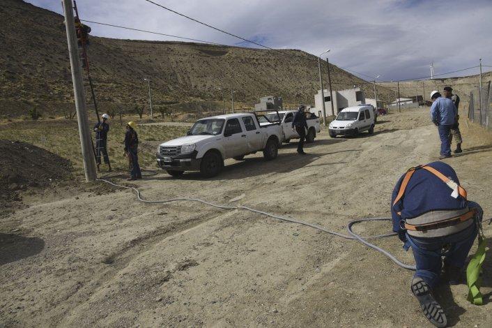 La SCPL desmontó diez conexiones eléctricas clandestinas en el barrio Divina Providencia