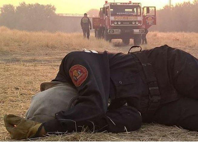 La foto de una bombera que se hizo viral
