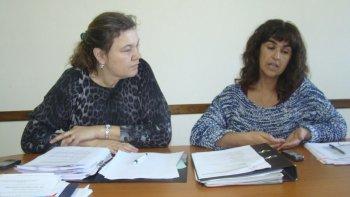 La vicedecana, Claudia Coicaud, y la decana de la Facultad de Humanidades y Ciencias Sociales, Graciela Iturrioz, detallaron la oferta académica para el próximo ciclo lectivo.
