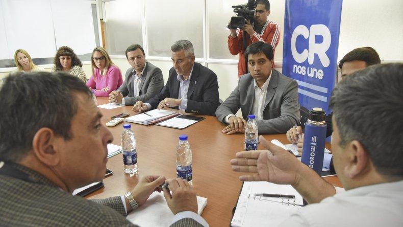 En el despacho municipal se concretó la primera reunión de integrantes de Ministerio de Gobierno de Chubut con funcionarios comunales para analizar temas estratégicos inherentes a seguridad.