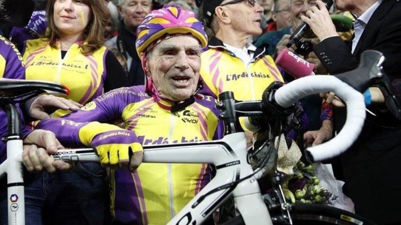 Un ciclista de 105 años marcó un nuevo récord mundial