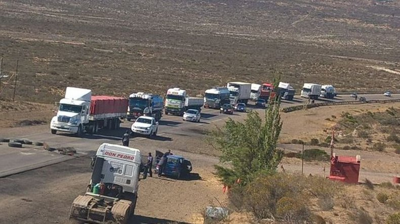 Estibadores continuarán con el corte en Ruta 12 hasta mañana