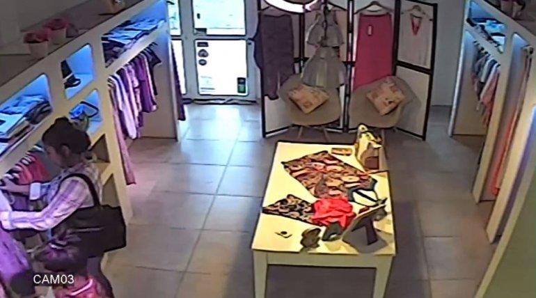 Acompañada de su hija de 10 años robó en varios comercios céntricos
