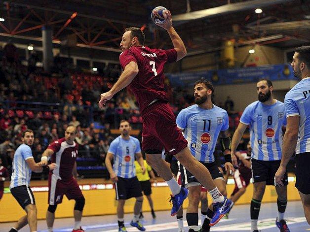 La selección argentina de balonmano le ganaba al término del primer tiempo 14-13 a Qatar pero en el segundo tiempo el subcampeón del mundo dio vuelta la historia.