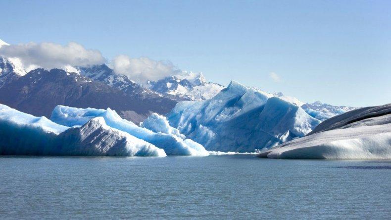 El glaciar Upsala cubre un valle compuesto en el Parque Nacional Los Glaciares en Argentina.