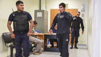 Guillermo Olmos se retira de la Oficina Judicial tras ser imputado del delito de amenazas.