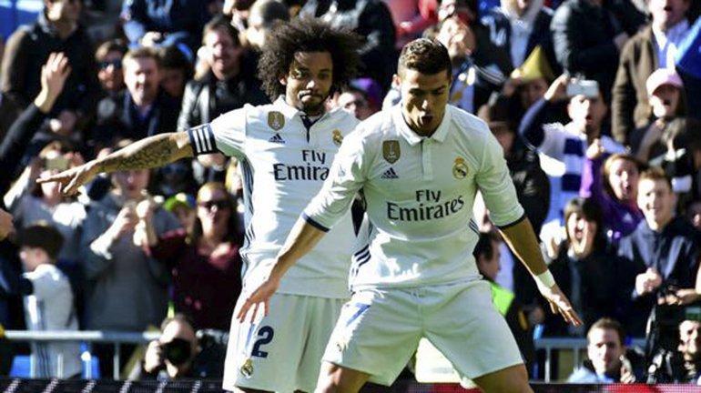 Cristiano Ronaldo festeja su gol con Marcelo.