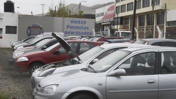 Los patios de usados acumulan vehículos que entregan los clientes como parte de pago de unidades 0 Kilómetro.