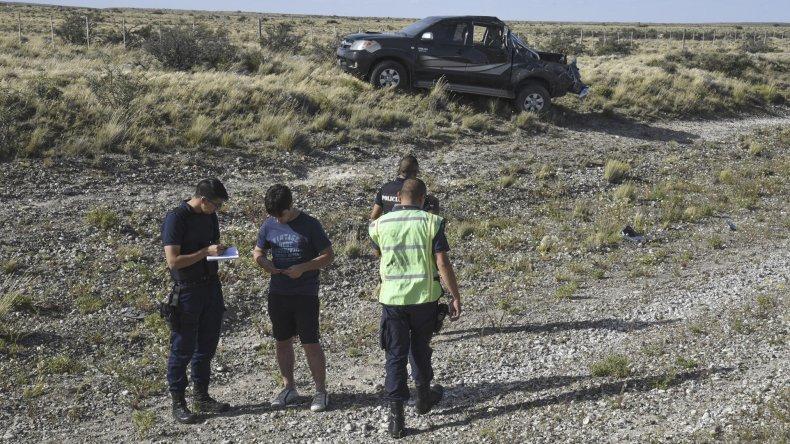 La Toyota Hilux quedó destrozada en su parte trasera tras sufrir un vuelco en horas de la tarde en la ruta Nacional 3 a la altura del kilómetro 1772.