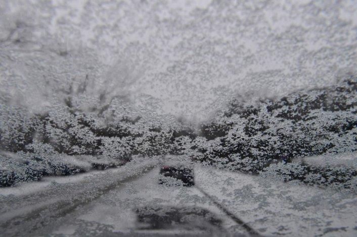 Una carretera de Berlín cubierta por la nieve.