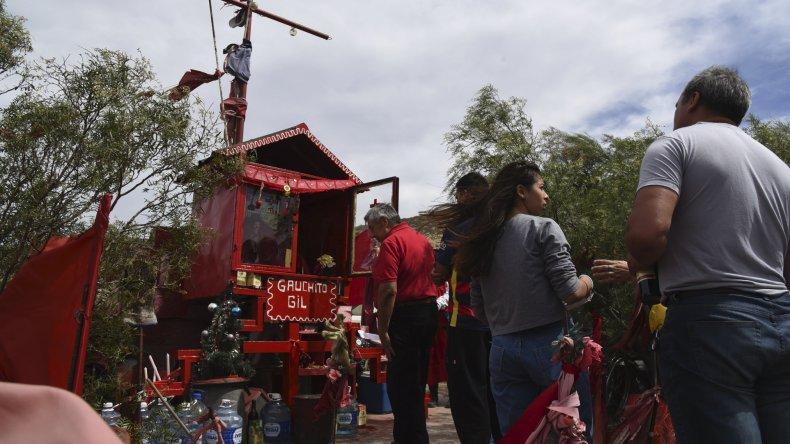 Los fieles del Gauchito Gil  se acercaron a los santuarios para pedirle y agradecerle