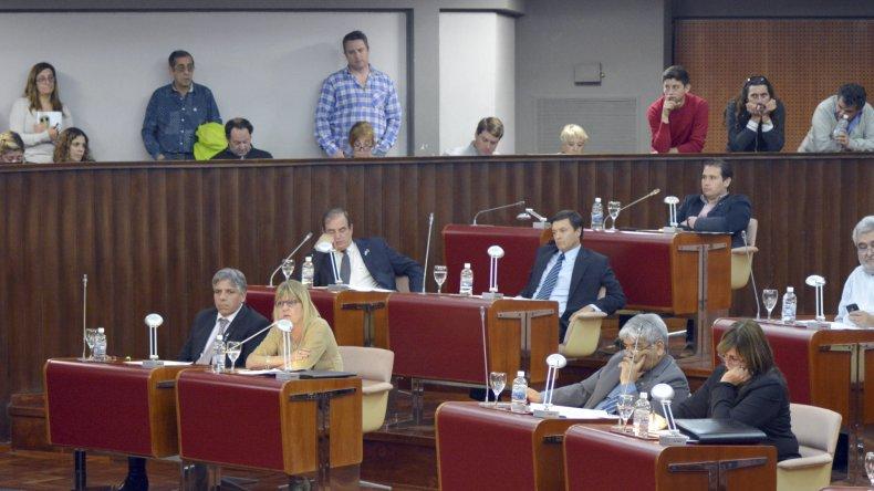 El gobernador estudia llamar en los próximos días a sesión extraordinaria a la Legislatura de Chubut.