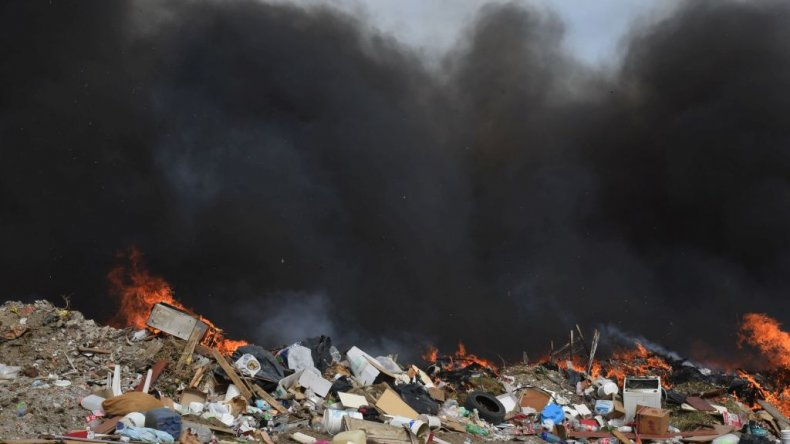 Tres dotaciones combatieron un incendio en el basural de Rada Tilly