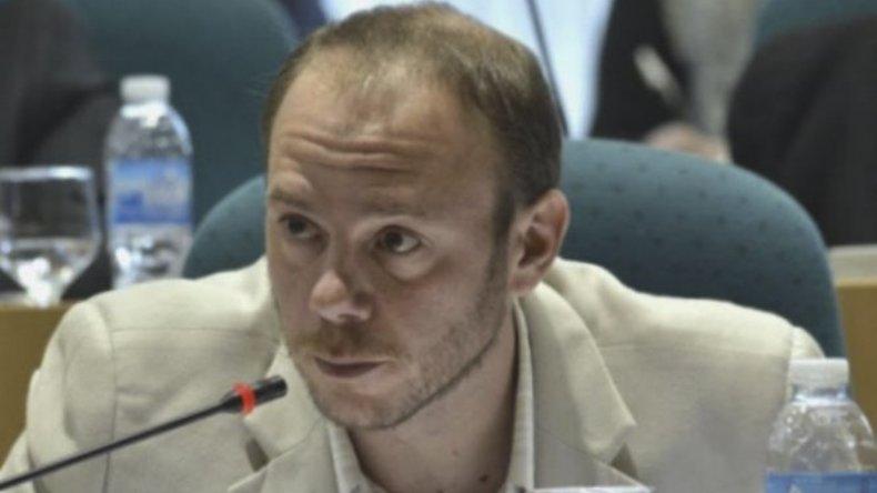 El diputado Darío Menna acusó al Gobierno nacional de volver a convertir a Santa Cruz en el patio trasero de la Patria y denunció la complicidad de dirigentes provinciales de la Alianza Cambiemos.