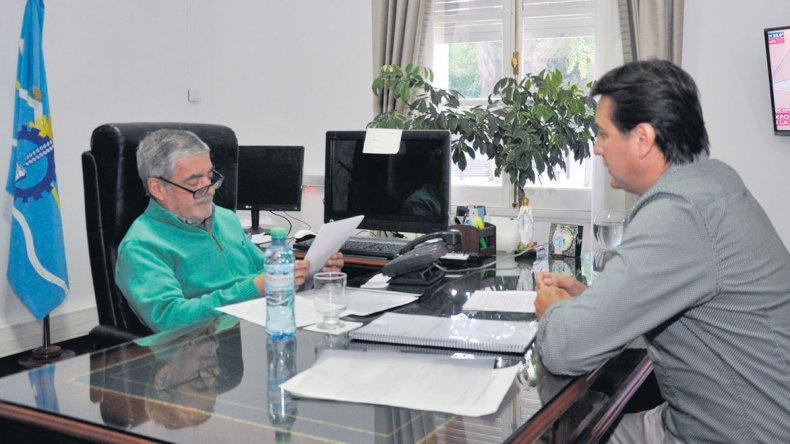 El gobernador Mario Das Neves recibió ayer en Rawson al intendente de Rada Tilly.