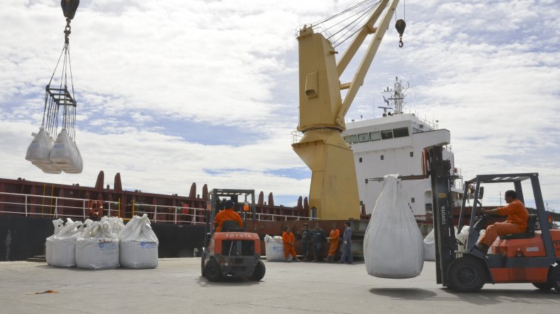 La actividad que registra el puerto de Comodoro Rivadavia es escasa luego que el Gobierno nacional quitó el reembolso a las exportaciones por puertos patagónicos.