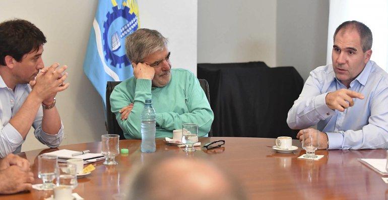 El gobernador Mario Das Neves encabezó ayer a la mañana