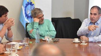 El gobernador Mario Das Neves encabezó ayer a la mañana, en Rawson, una reunión con parte de su gabinete, en la que se analizaron los contratos petroleros.