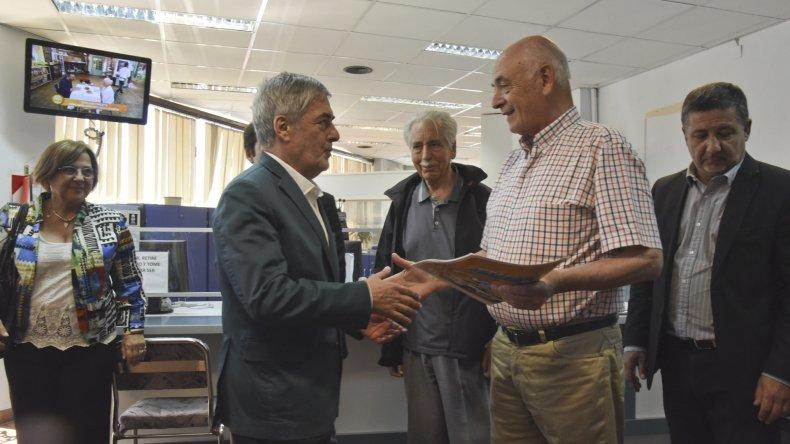 En instalaciones del CABIN los integrantes del Consorcio de Administración recibieron del Gobierno provincial el cheque por 500 mil pesos.