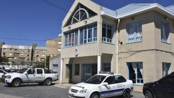 El violento incidente se produjo en el patio interno de la Comisaría Seccional Tercera ubicada en proximidades del barrio 2 de Abril.